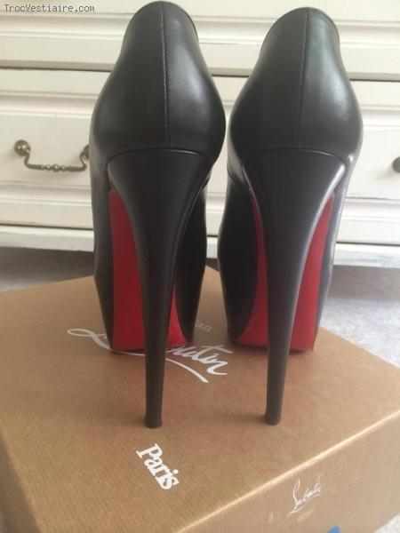 basket louboutin femme occasion