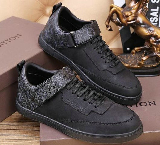 467bafad085b LOUIS VUITTON Baskets en cuir femmes sneakers louis vuitton chaussures  neuves full leather black. Sneaker LV Archlight Chaussure Louis Vuitton